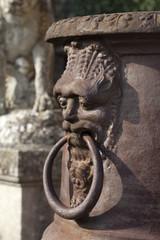 décor d'urne ancienne de jardin