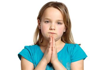kleines mädchen betet