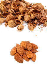 Almond kernels with  hulls