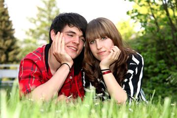 Jugendlicher mit Freundin