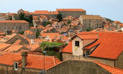 Дома  с черепичными крышами в Дубровнике
