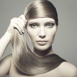 Kobieta z pięknymi włosami - 31784576