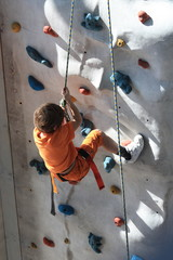 Junge klettert - Boy climbs
