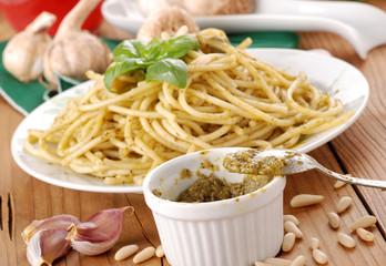 spaghetti al pesto - sei