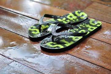 Flip Flops im Regen