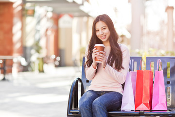 Shopping woman drinking coffee