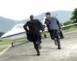 Huyendo en el avión,