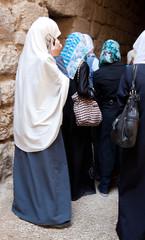 Muslima beim Telefonieren