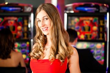 Frau in Spielcasino
