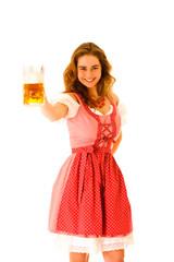 lachendes Mädchen prostet mit einer Maß Bier zu