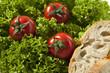 Drei Tomaten im Salat