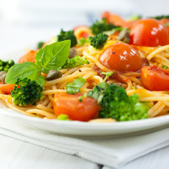 Spaghetti with vegetables and capers