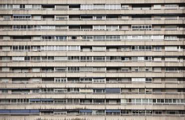Fachada de edificio con terrazas