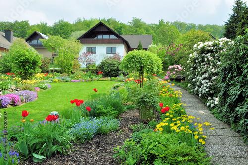 Frühlingsgarten - 31888902