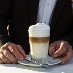 extra großer Latte Macciato