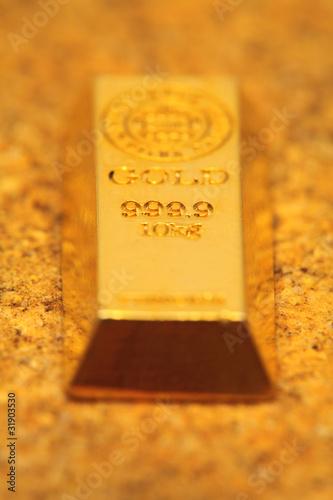 レンガの上の金塊