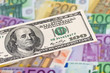 Euro Geldscheine und Dollar.