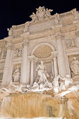 Fontana di Trevi de noche - Roma - Italia