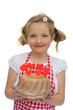 Mädchen hält einen Kuchen