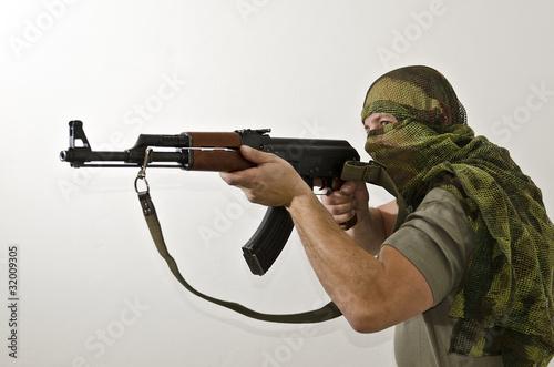 Soldat mit AK-47