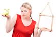 junge Frau mit Haussymbol und Sparschwein