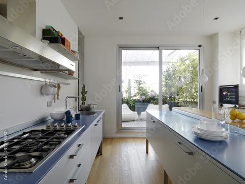 Cucina moderna con vista sul terrazzo stockfotos und - Cucina sul terrazzo ...