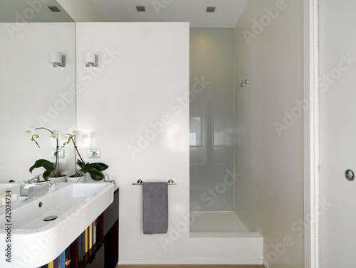 Bagno moderno con lavabo e doccia in muratura immagini e - Lavabo bagno in muratura ...