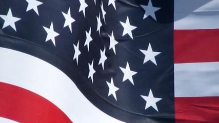 Etoiles et bandes du drapeau des USA flottant au vent