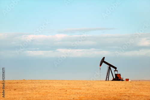 Working oil pump on Nebraska Great Plains - 32056371