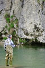 おじいさんと川釣り
