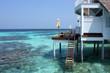 Maldives 海へ降りる階段のある水上ヴィラと美しい海