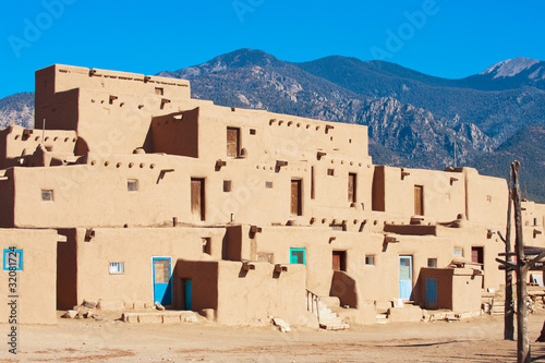 Fotobehang Natuur Park Ancient Taos Pueblo with mountains on background, New Mexico