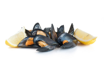 boiled mussels with lemon - cozze e limone