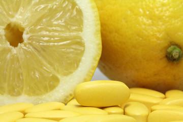 vitamintabletten mit zitronen