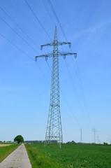Strommast in der Landschaft