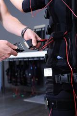 EMS-Training - Anschließen der Elektroden