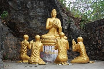 Будда в окружении учеников