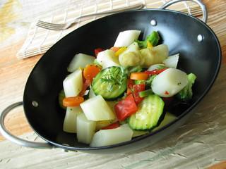 Spargel und anderes Gemüse aus dem Wok