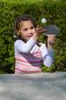 Mädchen spielt Tischtennis