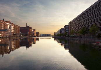 Innenhafen Duisburg bei Sonnenuntergang
