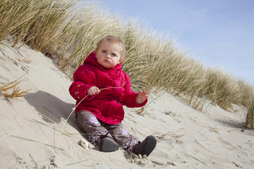 Beach - Baby playing Sand - Kind am Strand Norderney