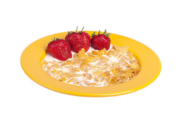 studio-shot of a plate with cornflakes and strawberries.