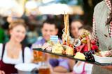 Fototapety Im Biergarten - eine gute Brotzeit