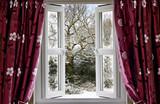 Zimowa sceneria w oknie - 32244312