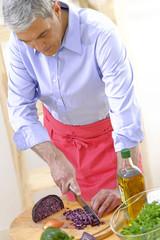 Homme en cuisine