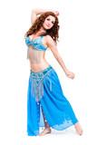 orientalische Tänzerin in türkisfarbenen Kostüm