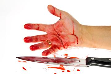 Messer mit Blut. Kriminalität.