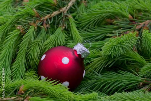 Rote Weihnachtkugel