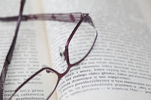 Fototapeta Okulary na książce