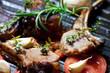 Leinwanddruck Bild - Lammkotelett in einer Pfanne mit Gemüse